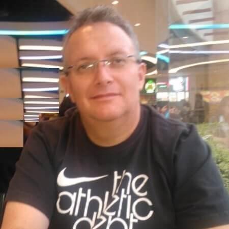 Ambassador Headshot Felipe Duenas