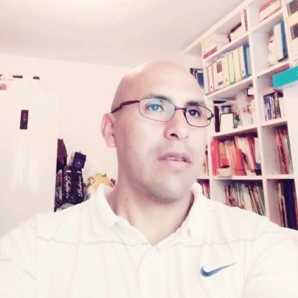 Ambassador Headshot Roberto Salas